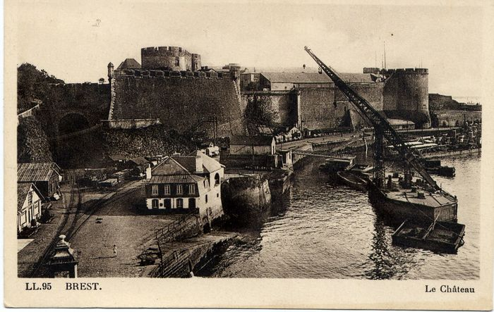 Замок в Бресте сто лет назад.