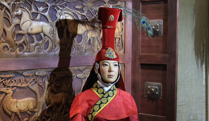 Главная жена Тамерлана носила одежды, подобающие женщине из семьи монгольского хана.