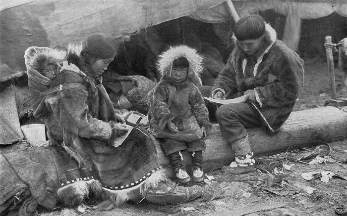 Для инуитов и многих других народов, в том числе российских, копальхен - популярное традиционное блюдо.