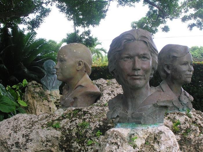 Памятник сёстрам Мирабаль.