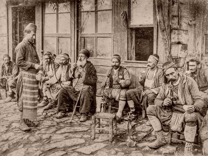 Не стоит, впрочем, считать Османскую Империю центром толерантности. Многие её законы нас с вами бы шокировали.