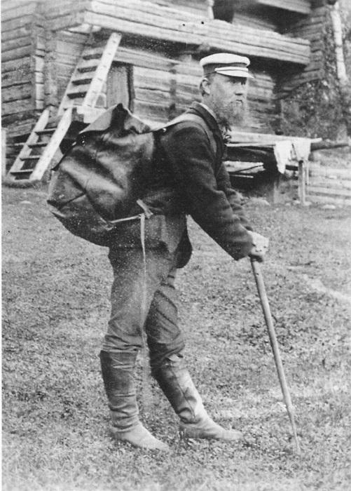 По сельской местности в Финляндии бродили коробейники-карелы.
