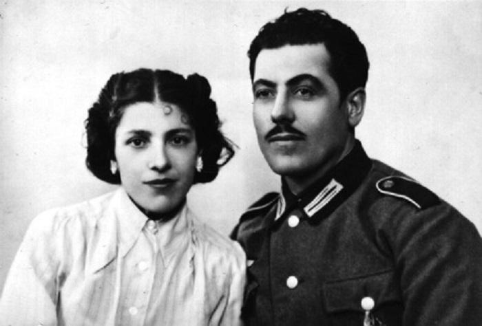 Эмиль Крист (на фото с двоюродной сестрой) так же, как и несколько десятков других цыган-военнослужащих, зря попытался выкупить жизнь семьи верной службой Германии. С его семьёй произошло то же, что с большинством цыганских семей, где солдат не было.