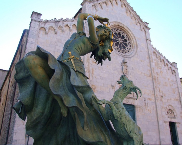 Скульптура Лоллобриджиды.