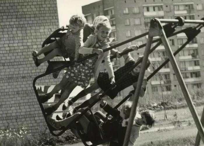 Огромному количеству игр дети учились просто во дворе.