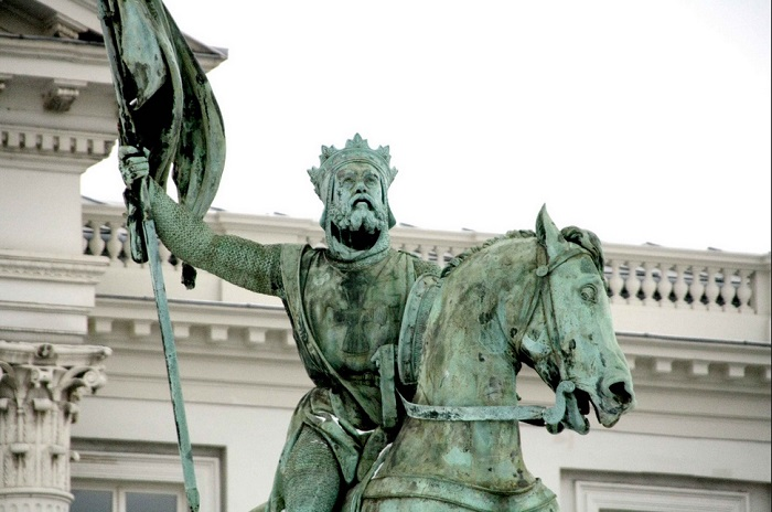 Памятник Готфриду Бульонскому.