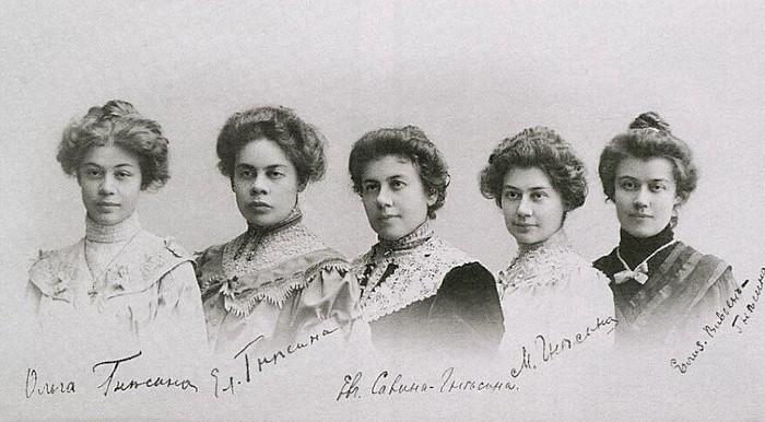 Сёстры Гнесины. Фото, подаренное на память знакомому.