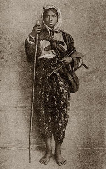 Цыганская девушка, Греция, открытка начала XX века