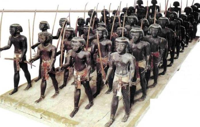 История нубийцев, предков современных суданцев, тесно связана с историей Древнего Египта. В том числе среди правителей египетских земель были нубийцы.