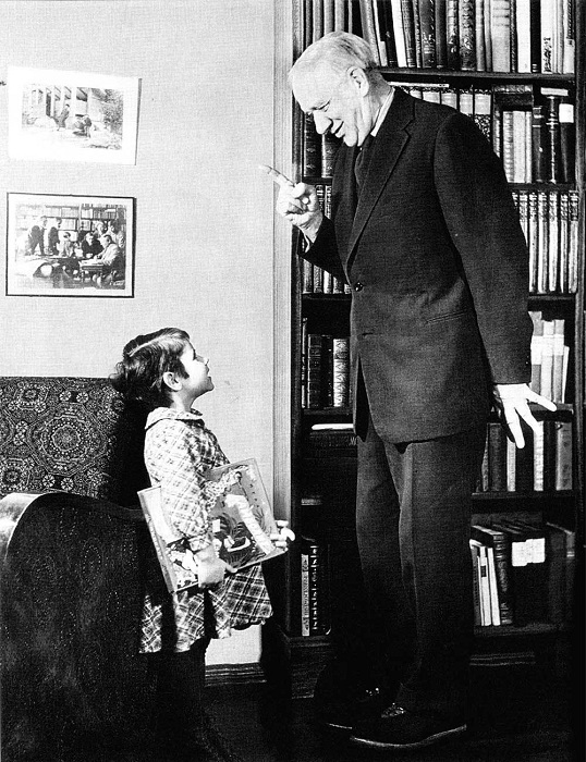 Корней Чуковский отлично ладил с детьми. Но жизнь его была полна не только детским смехом.