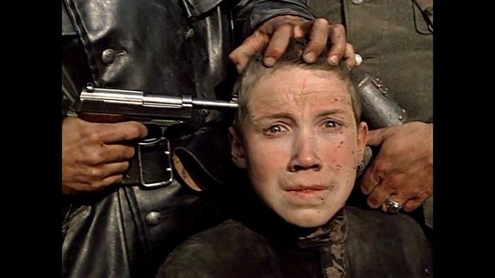 Есть легенда, что исполнитель роли Флёры после съёмок сошёл с ума, но на самом деле, по его заверениям, он умудрился выйти со съёмочной площадки без стресса и травм.
