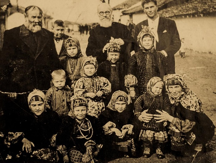 Казаки-некрасовцы поразили жителей Ставрополья пёстрыми костюмами.