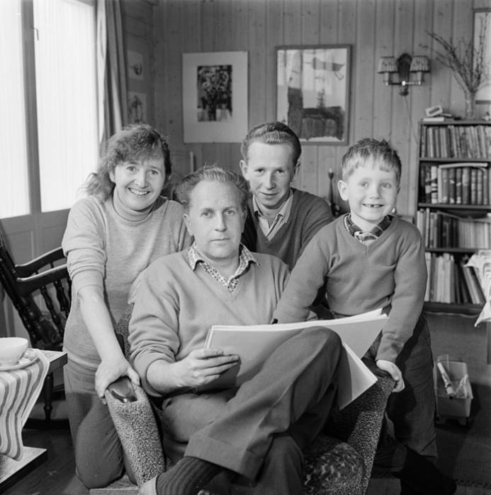 Анне-Катарина с мужем Юханом и сыновьями Ю и Хаконом.