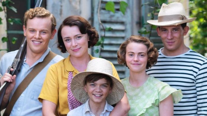 Рассказы Джеральда Даррелла о семье так популярны, что по ним сняли два сериала.