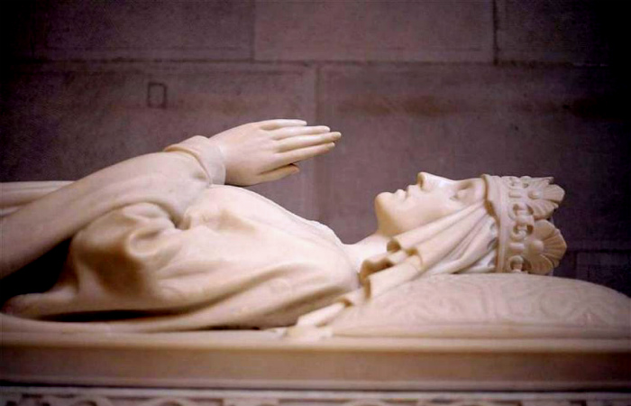 Надгробье Святой Ядвиги, короля Польши