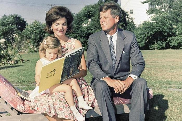 Для Джона Кеннеди жена была чем-то вроде движущегося предмета.