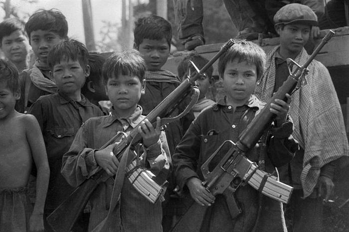 Пока речь шла об удерживании власти Пол Пота в деревнях, эти дети справлялись.