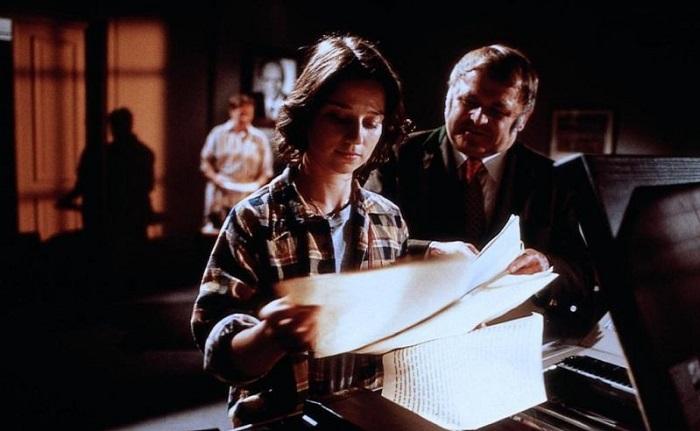 Когда Анна Росмус добилась судебного разрешения на доступ к городским архивам, администрация города была в ярости. Кадр из фильма «Гадкая девчонка».