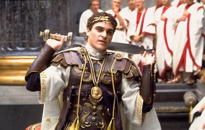 Император Коммод был садистом, но папу не убивал.