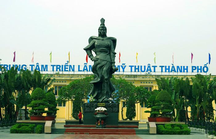 Памятник военачальнице Ле Тян, верной соратницы сестёр Чынг