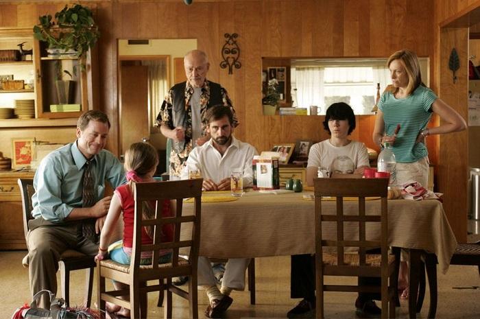 Может быть, Хуперы - не самая благополучная семья, но они сами не замечают, как оказываются способны друг для друга на многое. Кадр из фильма «Маленькая мисс Счастье».