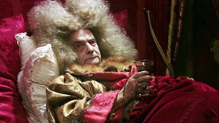 Кадр из фильма *Смерть Людовика XIV*.