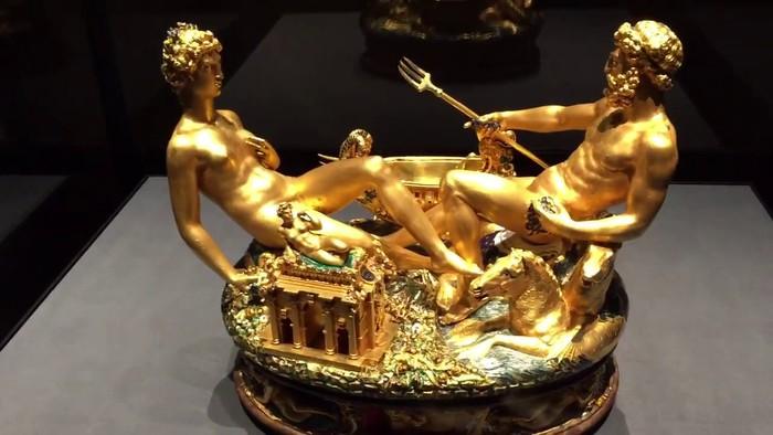 Золотая статуэтка-солонка Бенвенуто Челлини.