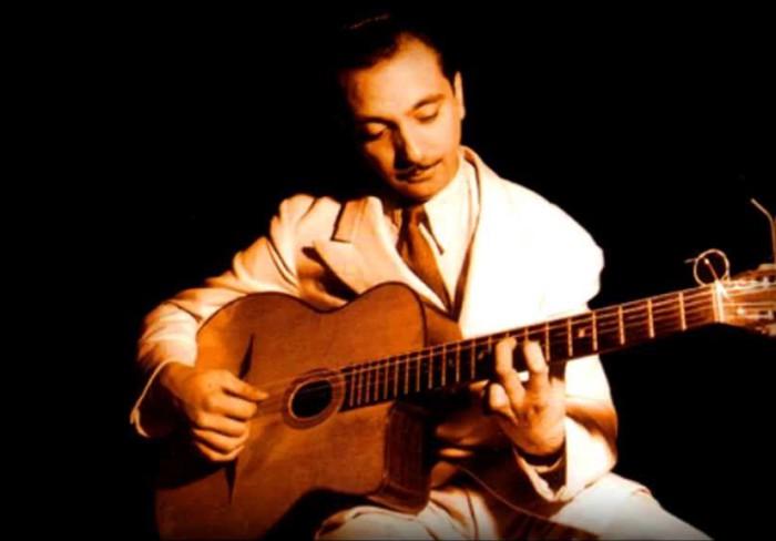 Джанго Рейнхардт — гитарист-виртуоз, основавший новый стиль в джазе.