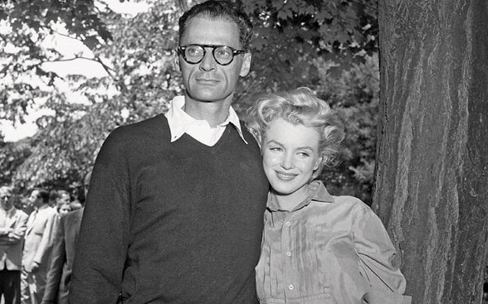 Артур Миллер со своей женой Мэрилин Монро.