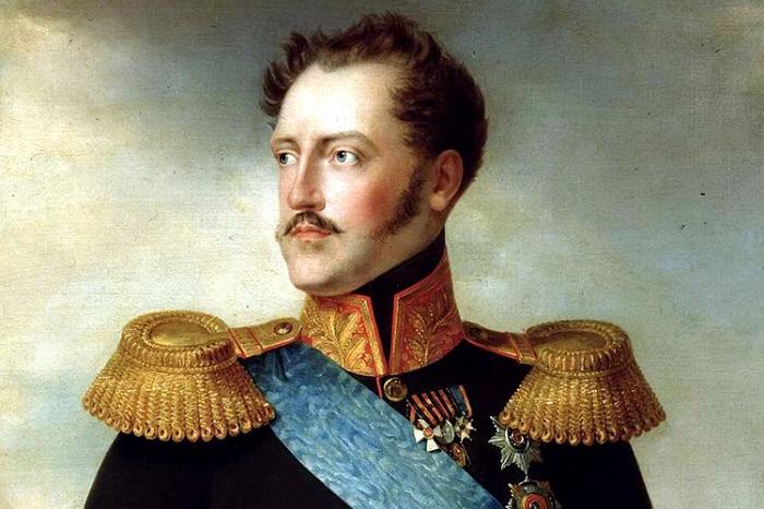 Уже в юности будущий император был известен как человек, одержимый казарменной дисциплиной.