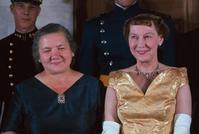 Мейми Эйзенхауэр вместе с женой Никиты Хрущёва.