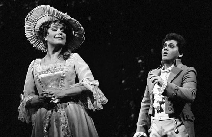 Как поют букеты, зачем к борщу водка и чем поможет реквизит: Забавные истории из жизни оперных певцов.