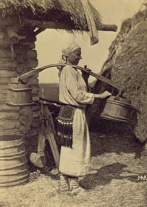 У врачей вид женщины с коромыслом (и особенно без коромысла, с ведром в руке) умиления не вызывал.