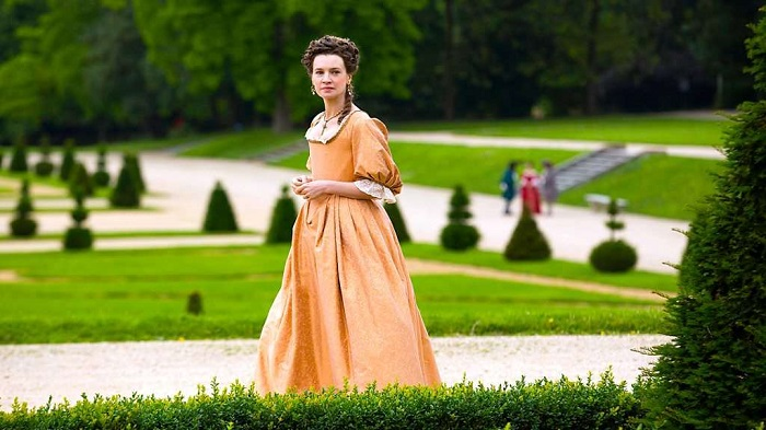 Кадр из сериала *Версаль*.