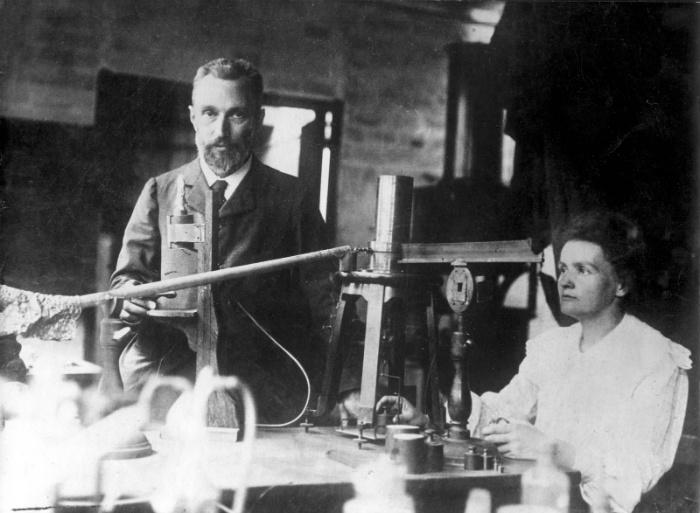 Пьер и Мария Кюри были такими аскетами, что, казалось, наука их одна и интересует. Но на самом деле они нежно любили друг друга. В том числе как учёных.