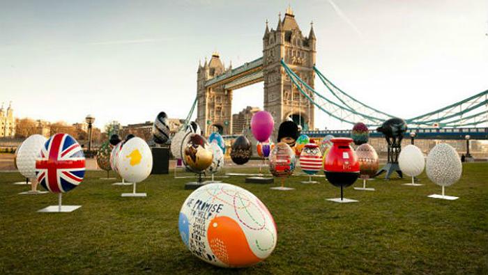 Яйца на лужайке у англичан ассоциируются с ПасÑой