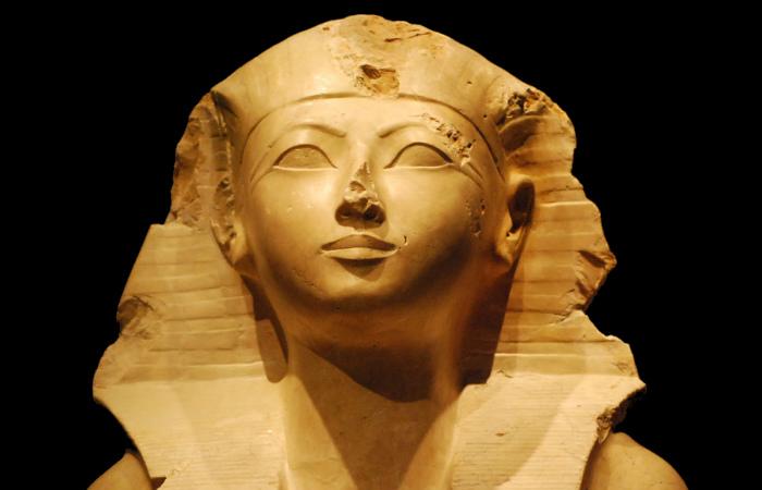Начиная ещё с первой династии, к власти в Древнем Египте время от времени приходили женщины
