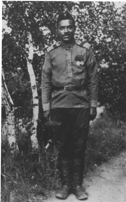 Марсель Пля со своими боевыми наградами.