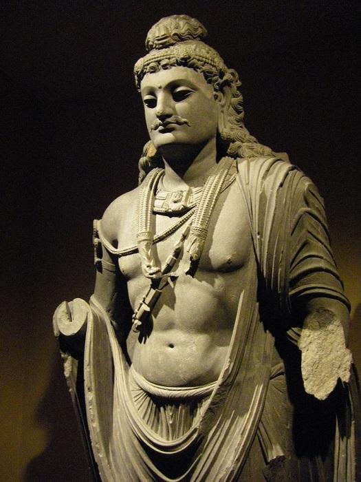Стоящий гандхарский Будда.