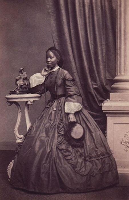 Сара-Айна в молодости, фотография Камиля Сильви.