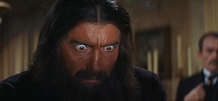 Половину фильма Распутин демонстрирует вот этот гипнотический взгляд.