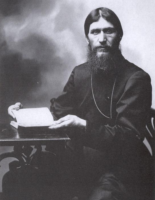 Раскрашенный фотопортрет Григория Распутина.