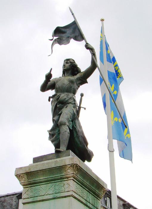 Сейчас во Франции полно памятников Жанне, а в пятнадцатом веке одержимость Жиля де Ре своей покойной подругой вызывала удивление.