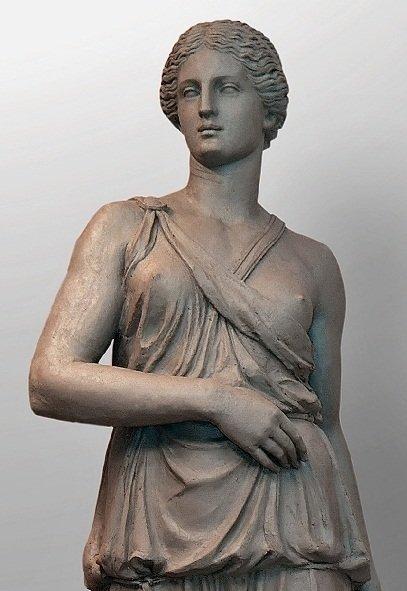 Древние греки изображали амазонок и богиню Артемиду с одной обнажённой грудью.