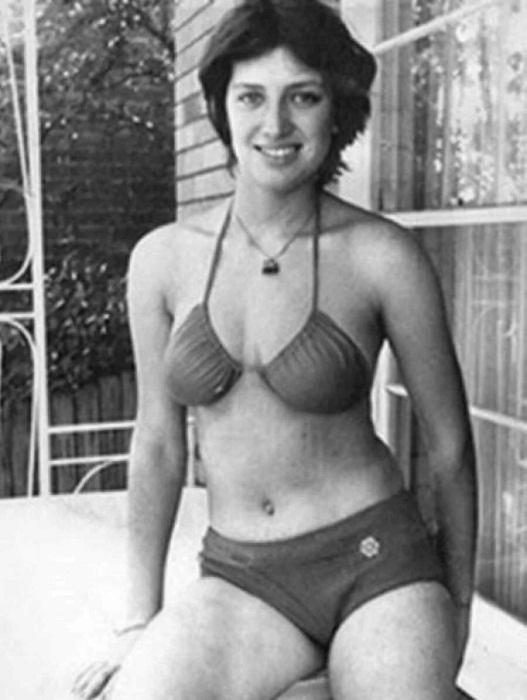 Лилиана Гасинская в купальнике.