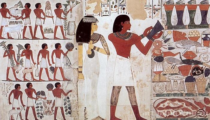 Современного читателя в любовной поэзии Древнего Египта смутят только родственные обращения.