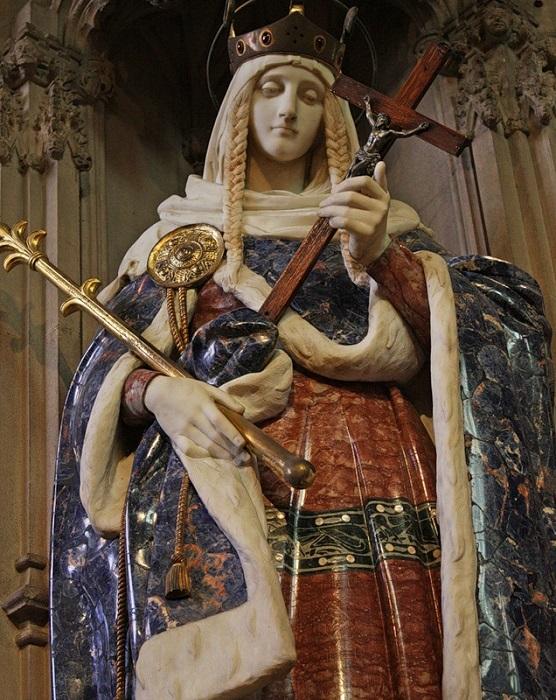 Статуя, изображающая Святую Маргариту Шотландскую, предположительно внучку Ярослава Мудрого.