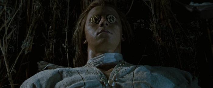 Монет, кстати, не знали ни троянцы, ни их неприятели. А в фильме их кладут на глаза Патроклу.