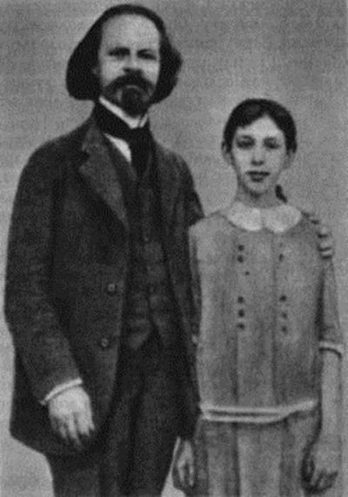 Константин Бальмонт с двенадцатилетней Ниной.