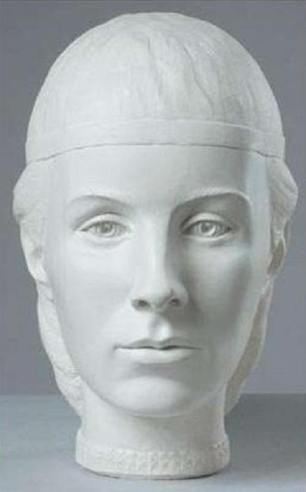 Скульптурный портрет Елены Глинской по черепу.